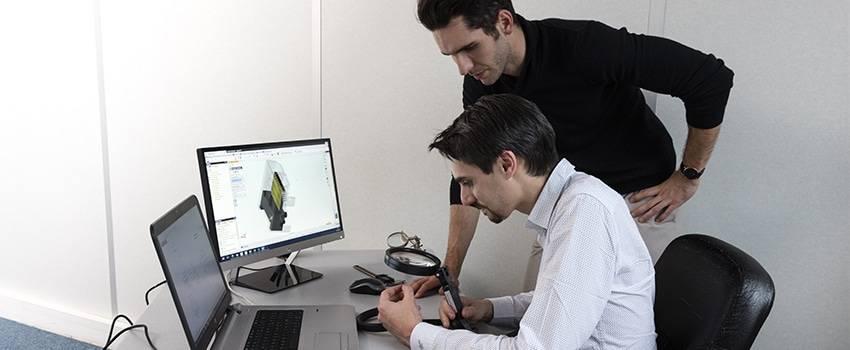 Photo de recherche avec configurateur de connecteurs en électronique