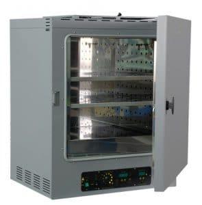 Photo d'une étuve pour séchage d'un isolant plastique pour connecteur électronique