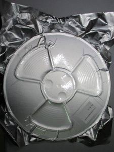 Photo d'un isolant pour connecteur CMS mis sous vide